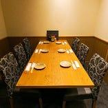 落ち着いた雰囲気の和モダンな完全個室は最大12名様ご利用可能。