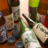 全国各地から厳選した日本酒を常時25~30種類揃えております。