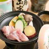 阿波尾鶏と季節野菜の陶板焼き