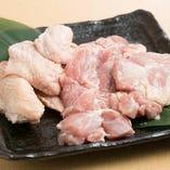 店主の出身地・徳島県産「阿波尾鶏」を、多彩なお料理でご提供。