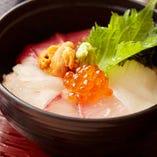 海鮮丼/小鉢・茶碗蒸し・汁物・漬物付き