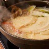 旬野菜とせんべいを煮込んで作る郷土のお鍋