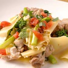 手打ち卵平麺パッパルデッレ   鶏肉と季節野菜の塩味パスタ