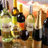 実は餃子との相性が良いワイン。ソムリエ厳選ワインをご用意