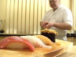 店長菊地の握る鮨は、絶品!