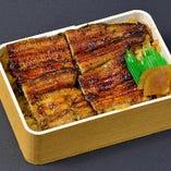 お土産に、お持ち帰りの「鰻弁当」各種ございます。