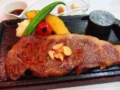 黒毛和牛サーロイン         200g*上質なお肉です。