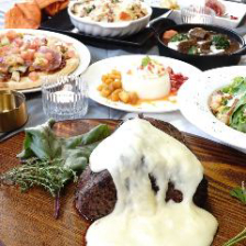 自家製ローストビーフ×ベーコン×プルドポークの肉盛り3種など贅沢料理を味わう『ロイヤルコース』全8品