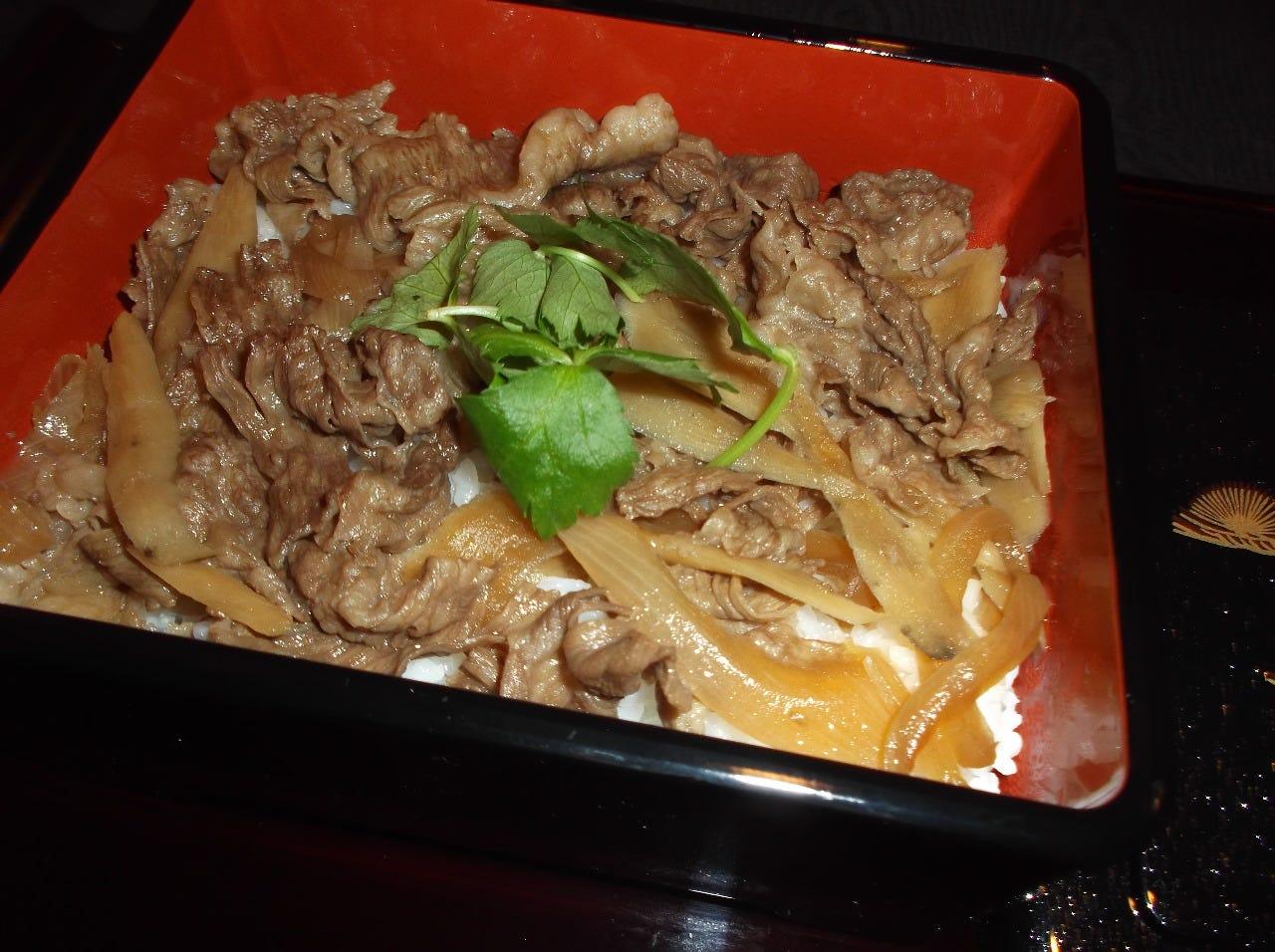 神戸牛A5を100%使用の牛丼です。