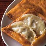 チーズ羽根つき餃子