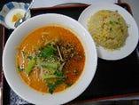 胡麻坦々麺と半炒飯セット