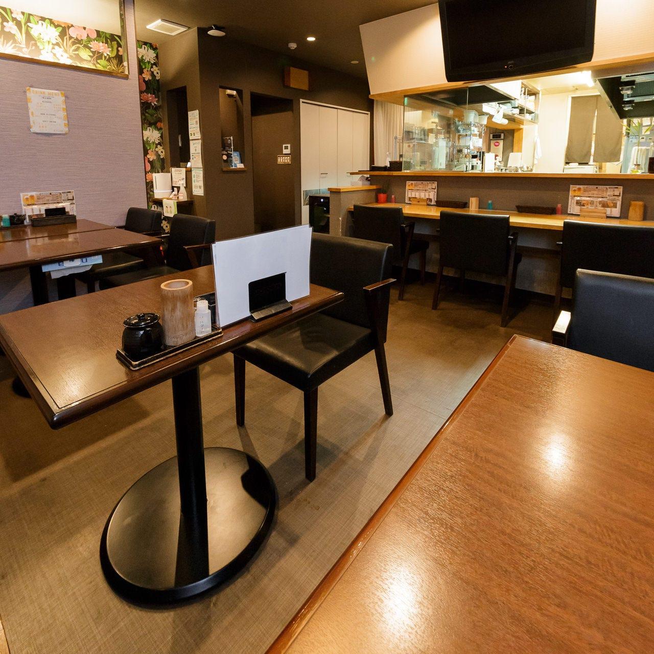 1~2名の普段飲みには、1階テーブル席・カウンター席も人気です