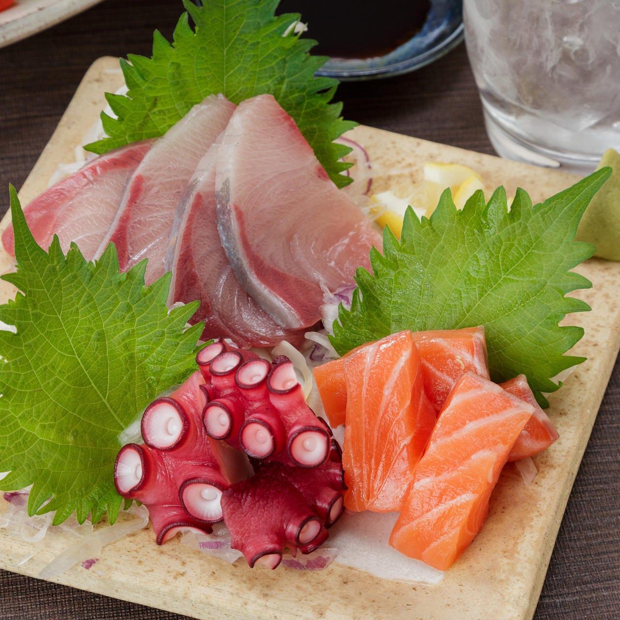 季節の鮮魚を使ったお刺身など日替わり商品もございます。