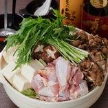 冬は旨味たっぷり鶏鍋が人気!焼き鳥にも使う新鮮朝引き鶏を使用