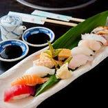 〈お寿司〉 旬魚介をネタに職人が握ります。とくとご堪能あれ