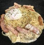 半熟卵の濃厚カルボナーラ