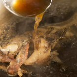 鮮魚の煮付けは日本酒との相性がぴったり。丁寧な手仕事が光る