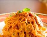 バジルとモッツァレラチーズの トマトソース