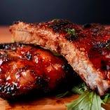 脂身の少ない赤身肉「ベイビーバックリブ」を使用。