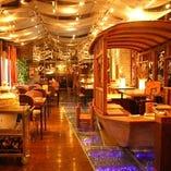 上海木造船のテーブル席