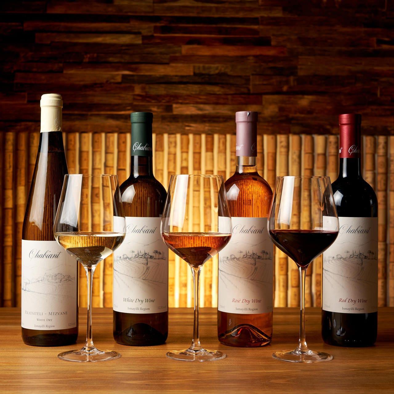 お食事に合わせてワインをお楽しみいただけます。
