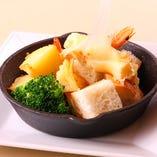 ラクレットチーズは温野菜とどうぞ!