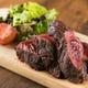 旨みたっぷり!豪華でジューシーな肉料理も必食です。