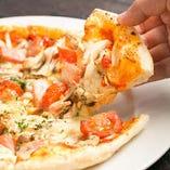 定番のマルゲリータや新鮮野菜を使った日替わりピザまで。バリエーション豊富★