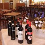 〈豊富なワイン〉 赤・白・泡を約40種ラインナップ!