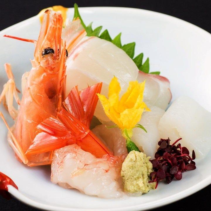 コースには新鮮な魚を使った刺身も有り。