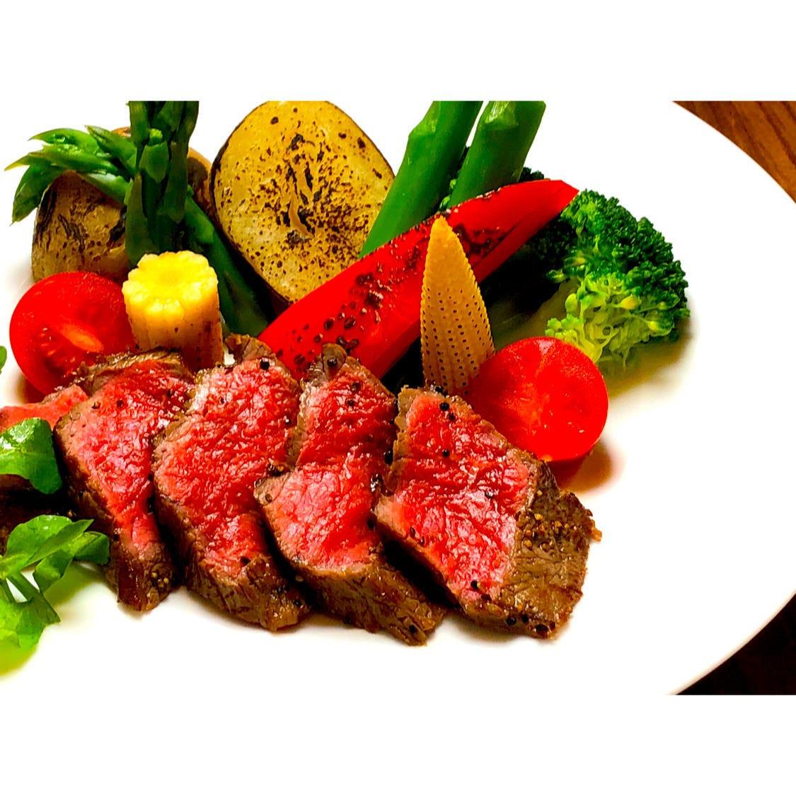 和食板前の自信作!和牛赤身ステーキ