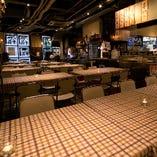 流行の個室もいいけど,WAIWAIするなら、断然こちら!お隣が盛り上がればこっちも・・・な大箱テーブル席。