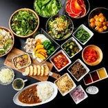 【豊富なサイドメニュー食べ放題】サラダやカレー、デザートも♪