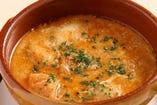 サブロッソで人気のスペイン家庭の味「ガーリックスープ」 コース料理をお召し上がりの方があと1品に・・とご注文される方が多くいらっしゃいます。冬はもちろん、夏は冷たいものばかりとって冷えたお腹には最高です。