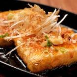 じっくり染み入る豆腐ステーキなどの和の逸品は日本酒とご一緒に
