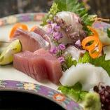 一番食べていただきたいのが鮮魚。 全国各地より、脂が乗った旬の味覚を仕入れます。