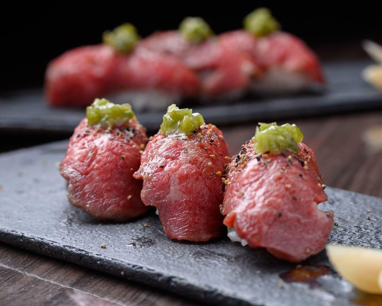 焼肉屋がこだわった肉寿司!