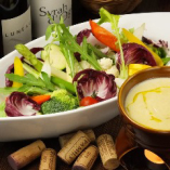 有機野菜をたっぷり使った、サラダ、バーニャカウダが人気です。