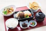 九州のご当地料理からおかずを選ぶ定食が大人気!