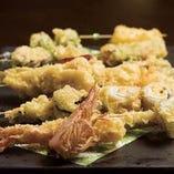 蒼天おすすめ12種の天ぷら串の盛り合わせ