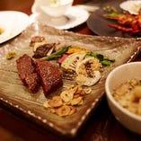 黒毛和牛や旬の食材を使った、贅沢な鉄板焼きをご提供。