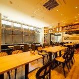 新大阪駅徒歩2分の好立地。大小個室空間に、60名様の宴会場あり