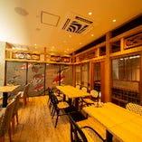 20~28名様・テーブル個室|水中の様子が描かれた和襖と欄間の和み空間