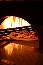 本格的!石窯で焼くナポリピザ!