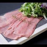 九条ネギタンは、京都らしい一品。しゃきしゃきした食感と深い味わいの九条ネギがよく合います。