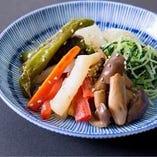 素材の味を生かして作る「京野菜のナムル盛り合わせ」