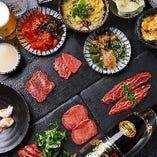 タン塩、カルビ、ホルモン盛り合わせに加えて、九条ネギを添えたハラミステーキが京都らしいコース内容の『贅沢を詰め込んだイチオシコース』