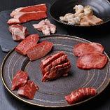 その日一番の美味しいお肉を、一つの部位につき1枚×11種類で提供する『OMAKASE』