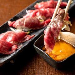 肉寿司スタイルの黒毛和牛肉ユッケ