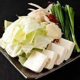 名物和牛もつ鍋に使用するキャベツや豆腐は栃木県産【栃木県】